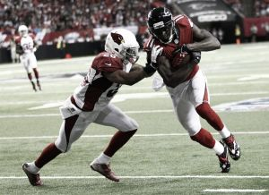 Los Falcons dominan a los Cardinals en Atlanta