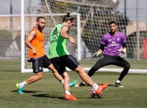 Ramos y Bale se unen al grupo en el segundo entrenamiento de la semana