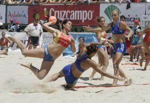 Las chicas del balonmano playa podrán elegir su vestimenta