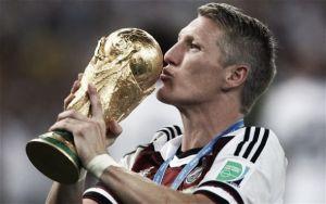 Bastian Schweinsteiger: Cult Hero, Fußballgott, World Champion