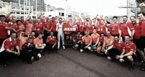 "La Firma de F1 VAVEL: ""Bon courage Jules!"""