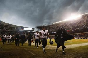 La tormenta fue un anuncio para la caída de Ravens y Chicago lo dio vuelta en tiempo extra