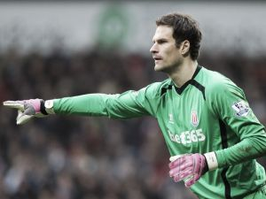 Chelsea eye replacement for Cech
