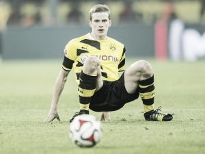 Borussia Dortmund's Sven Bender ruled out for month with knee injury
