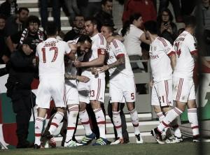 Reduzido a 10, Benfica bate Marítimo e fica a um passo do tri