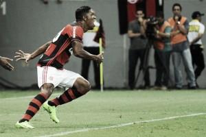 Berrío marca na estreia e Flamengo derrota Grêmio na Primeira Liga