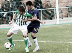 Isuardi mantiene vivo al Betis B ante el UCAM Murcia