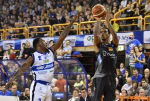 LegaBasket Serie A - Trento più forte dell'emergenza. Sassari asfaltata in gara1