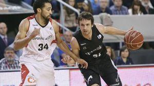 Marko Todorovic le da un triunfo agónico al Bilbao Basket en Manresa