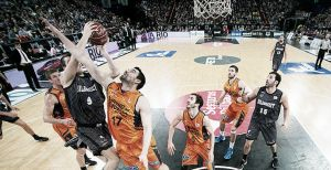 Valencia Basket – Bilbao Basket: unos mirando al cielo y otros tocando tierra