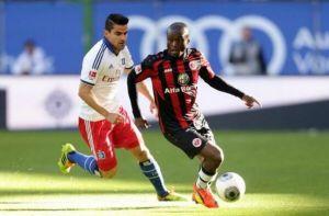 Calhanoglu rescata de penalty un punto importante ante el Eintracht.