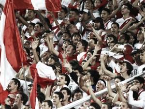 FIFA sancionó a la FPF por mala actitud de hinchas en Eliminatorias