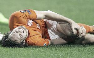 Van Gaal con le mani nei capelli: fuori anche Blind e De Gea