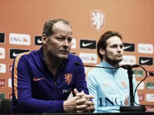 Danny Blind anuncia a los veinticuatro hombres que jugarán contra Grecia y Suecia