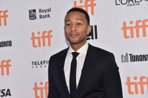 "John Legend estrena single, ""Love Me Now"""