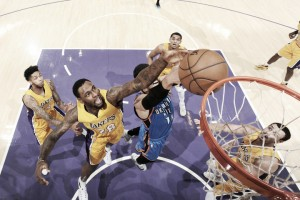 Resumen NBA: los Pelicansvuelven a ganar, Young salva a los Lakers y Butler y Porzingis superan latreintena.