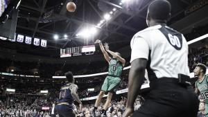 Resumen NBA: Bradley brilla en la noche de los triples-dobles