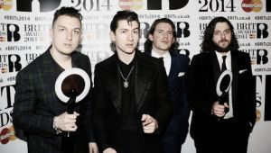 Doblete de Arctic Monkeys y One Direction en los Brit Awards 2014