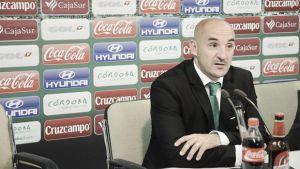 """Albert Ferrer: """"En Primera División, los pequeños errores se pagan muy caros"""""""