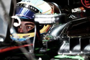 "Suzuka, Alonso furioso: ""Motore da GP2"", Dennis lo difende: ""È rabbia"""
