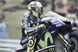 Assen, Rossi vince dopo un duello con Márquez