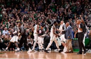 NBA - I Boston Celtics non si fermano più: 12 di fila, anche Toronto s'inchina in volata