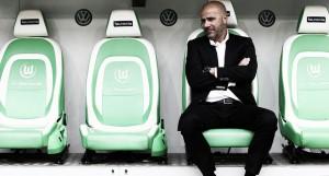 """Peter Bosz mostra satisfação com triunfo do Dortmund como visitante: """"Ótimo resultado"""""""