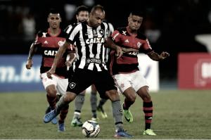 Em clássico polêmico, Flamengo vence Botafogo e garante vaga nas semis da Taça Guanabara