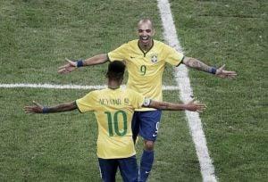 Un Neymar brillante se luce en el Superclásico