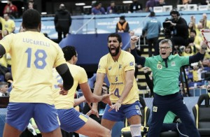 Brasil faz partida segura, vence EUA e avança à decisão da Liga Mundial