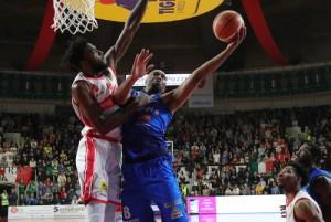 LegaBasket Serie A - Vitali e Landry, zampata Leonessa. Sassari cade ancora in casa (76-80)