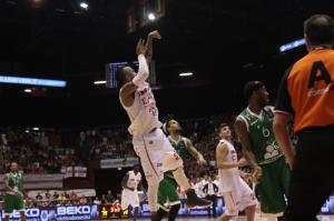 Bourousis schiaccia Siena, Milano di nuovo in vantaggio