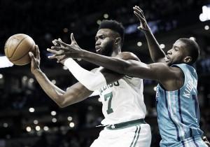NBA - Boston Celtics ancora vincenti contro gli Hornets, nonostante Irving out. Indiana schianta i Bulls