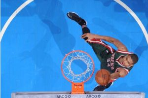 Chris Paul's 27 Lifts Los Angeles Clippers Over Milwaukee Bucks 106-102
