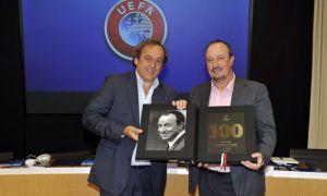 Napoli: Benitez premiato per le 100 panchine in Champions