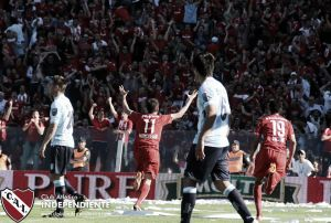 De volta à elite do futebol argentino, Independiente vence clássico de Avellaneda contra o Racing
