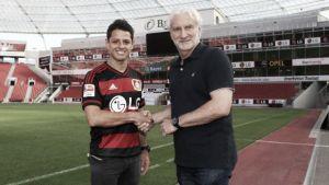 'Chicharito', traspasado al Bayer Leverkusen