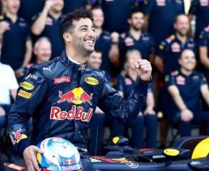 """F1, parla Ricciardo: """"In questo momento la Red Bull è l'opposto della Mercedes"""""""