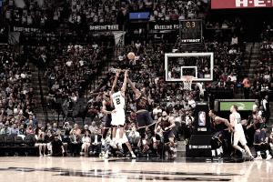 Los Spurs barren a unos Cavs sin ideas