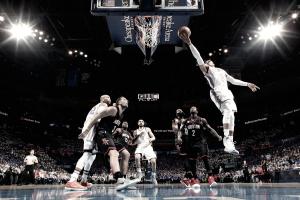 Westbrook faz triplo-duplo e Thunder vence Rockets no primeiro jogo em casa
