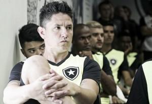 Irritado por nova ausência em convocações, Canales deve rescindir com Botafogo