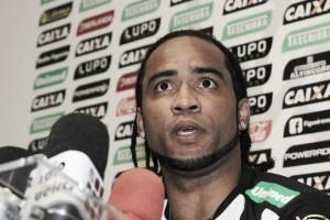 Carlos Alberto chama Levir de mau caráter e dispara: ''Mandou me dar porrada''