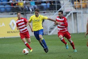 Cádiz 2 - 1 Granada B: remontada en 15 minutos de oro