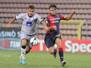 Il Cagliari parte bene, Atalanta ko