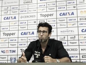 Alberto Valentim exalta vitória contra Fluminense e aprova estreia de Aguirre