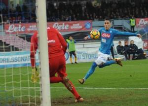 """Napoli-Verona, Sarri e il profilo basso: """"Ci mancano le certezze che ha la Juventus"""""""