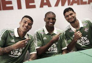 Fluminense lança novo terceiro uniforme em shopping no Rio de Janeiro