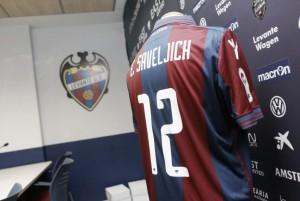"""Esteban Saveljich: """"Me decanté por el interés del Levante"""""""