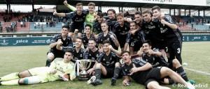 Óscar le da la Copa de Campeones al Real Madrid
