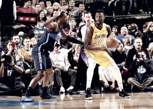 NBA - I Lakers espgunano Dallas all'overtime, Clippers in scioltezza sui Kings